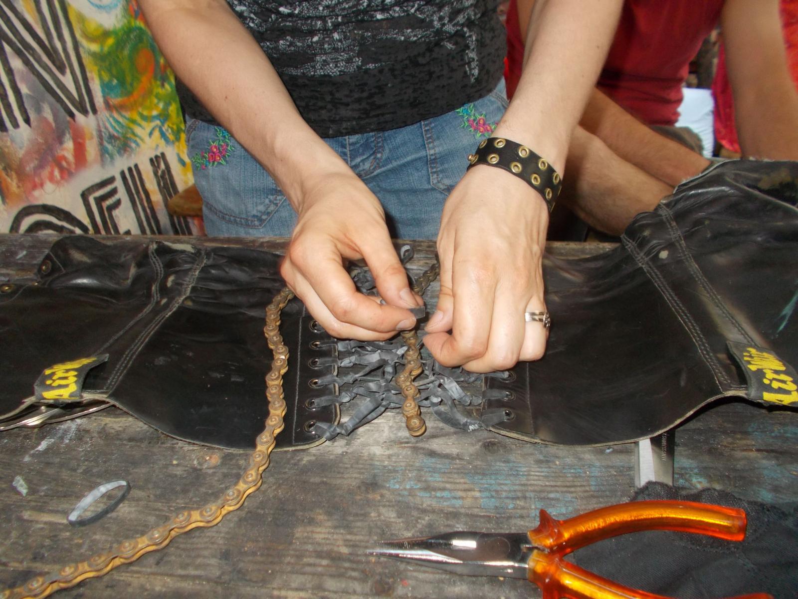 Upcycling Workshop während dem Weltfest